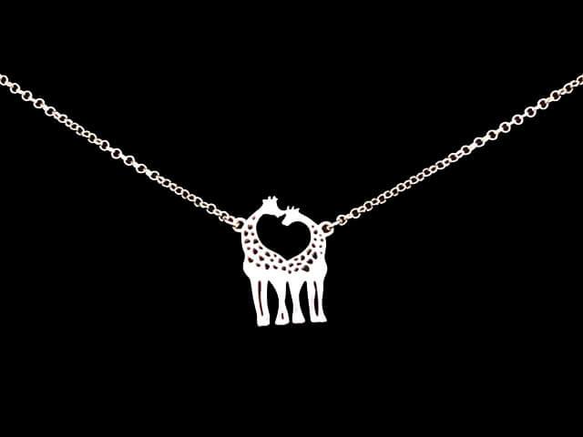 Colgante_jirafas_de_plata-Petit_Lobel